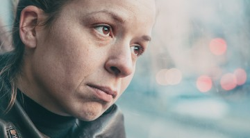 5 ways to help hurting, lonely people through the holidays